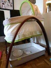 Bassinet with motion & music Toronto, M4H 1N7