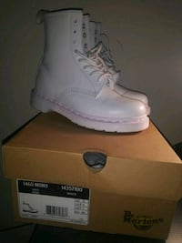 unpaired white Nike Air Force 1 shoe with box 41 km