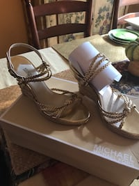 Michael Kors gold size 8 never worn San Antonio, 78230