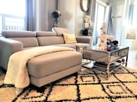 Rug and white leather Barcelona chair