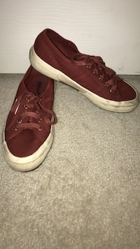 pair of maroon low-top sneakers Frederick, 21704