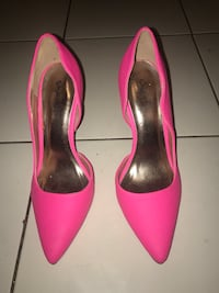 Pair of pink pointed-toe heeled shoes New York, 10457