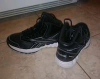 Reebok shoes size 7 St. Louis, 63125