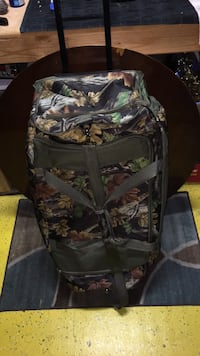 (NEW) CAMO DRAG ALONG HUGE BAG/ BRIEFCASE by WELLTRAVELED $40.00