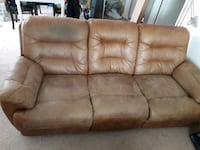 Recinable couch d loveseat Alexandria, 22311