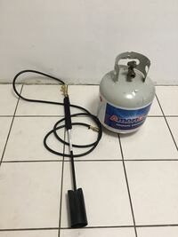 gray AmeriGas propane tank and black hose with regulator Los Ángeles, 90037