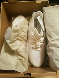 pair of white Adidas low-top sneakers with box Dunwoody, 30360