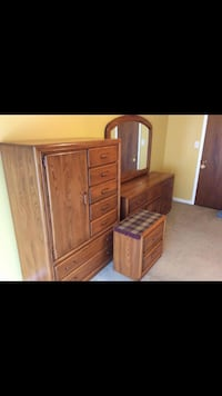 Brown wooden dresser with mirror Mono