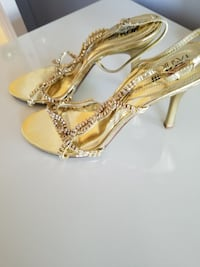 Rhine stone Gold evening sandals size 7. 32 mi