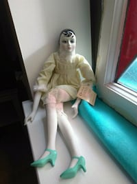 Gorgeous Looking Rare Limited Edition Vintage Doll