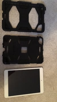 I pad mini with case Oshawa, L1K
