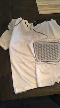 Under armour padded gear -- retails for 80$, hasn't been worn once-- size large Port Coquitlam, V3B