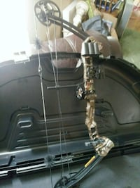 black and gray compound bow Vincent, 35178