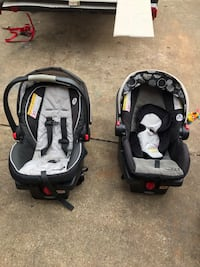 2 Graco click connect car seats with bases and infant insert Warrenton, 20187