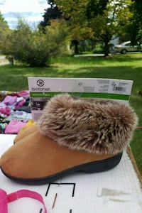 Isotoner slippers brand new! North Haven, 06473