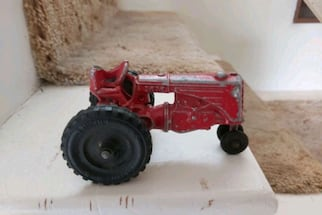 "Really old"" lincoln"" toy tractor,Made in Canada."