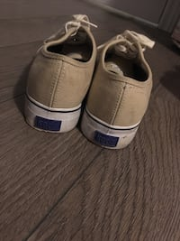 KEDS BEIGE SHOE (NEW) 539 km