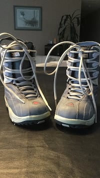 Firefly size 2.5 snowboarding boots