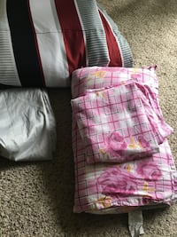 5 pillows, queen size comforter , 2 bed covers . Austin, 78727