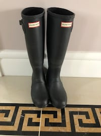 pair of black Hunter rain boots with box Vancouver, V5R 3Z5