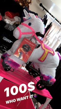6VOLT BRAND NEW UNICORN & STABLE & CHARGER.. AGES 3-7 YEARS OLD Washington