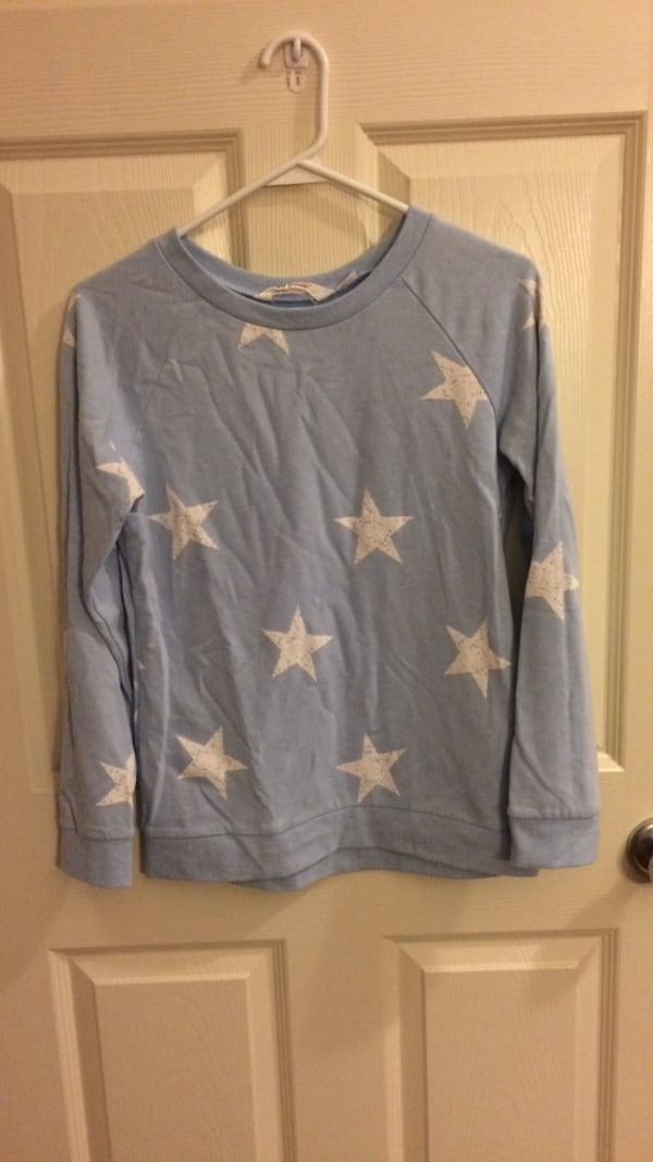 light blue and white star print sweater d1a4ad1a-b6e7-4a29-9b23-1bff8a8a1cb8
