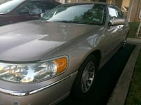 2000 Lincoln Town Car Greenbelt