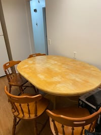 Dining table Calgary, T2A 6X1