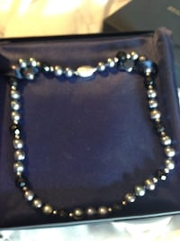 Beautiful woman's necklace new and in box never worn Garland, 75041