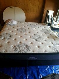 King Size Mattress  Calgary, T2M 2K2