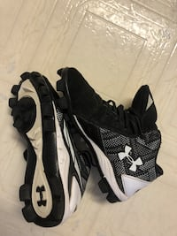 Pair of black-and-white nike running shoes Delta, V4C 4E1