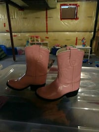 Size 5  pair of pink leather cowboy boots 550 km