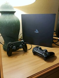 PS4 PRO WITH 2 CONTROLLERS Schaumburg, 60173