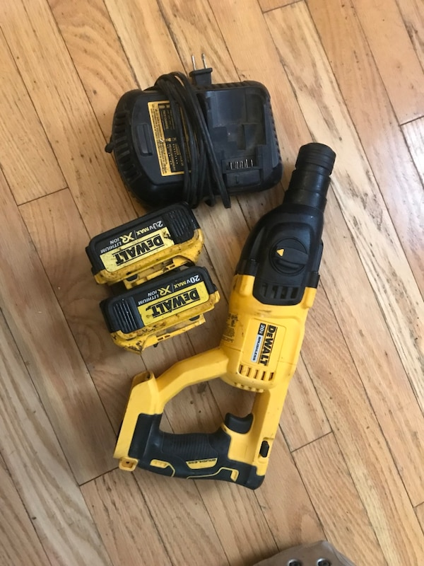 Dewalt cordless hammer drill with battery charger