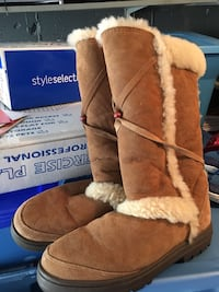 pair of brown suede fur-lined winter boots New York, 10308