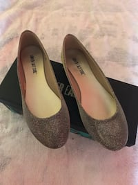 Used Women's flats size 7 1/2 gold Laurel, 20723