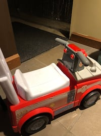 Paw patrol Red and white ride on toy car
