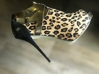Pair of black-leopard print pumps size 61/2 Springfield, 22152