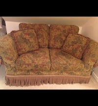Floral Loveseat in good condition  Mississauga, L5M 7R4
