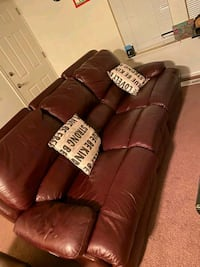 Great leather couches  Anchorage, 99503