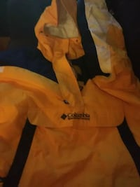 yellow, white, and black Columbia jacket Troy, 12182