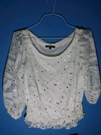 white and black scoop-neck long-sleeved shirt New Haven, 06513
