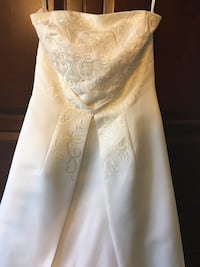St.Tropez- Strapless off white wedding dress with adjustable train. 12 Bowie