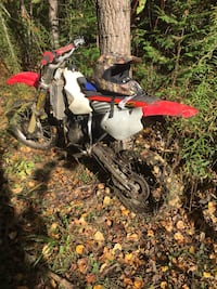 Honda cr80 starts no problem but need carb clean or new one white and red motocross dirt bike Toronto, M6B 1L1