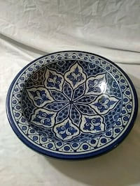 round blue and white floral ceramic plate Collinsville, 62234