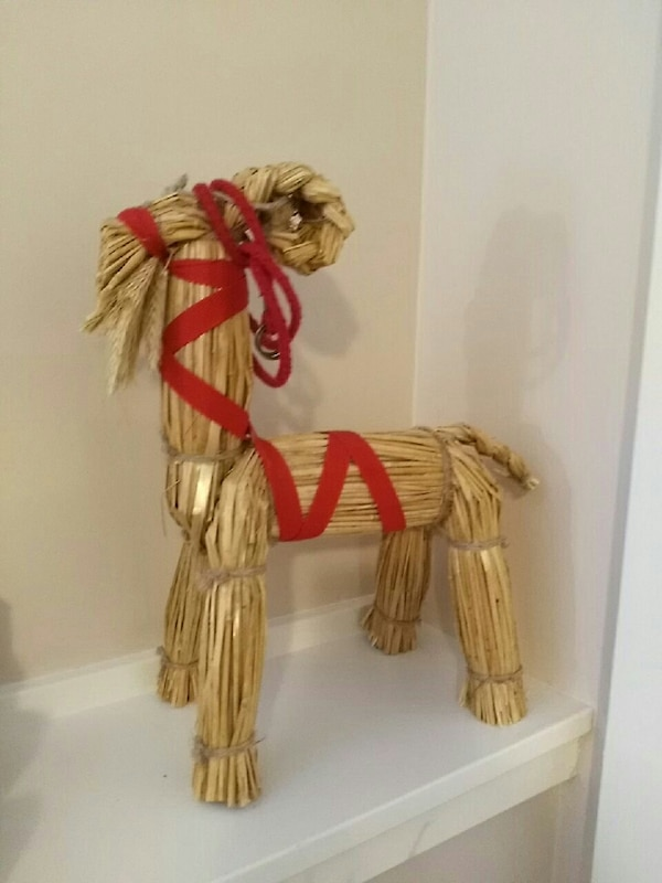 A horse of straw for children's bedroom decoration 46becc17-ddb5-494d-9eaf-f6df6f00d286