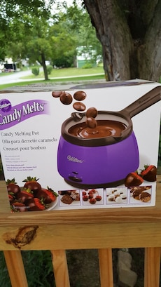 Wilton Deluxe Candy Melting Pot