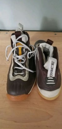 Men's brown / tan leather tennis shoes 9.5