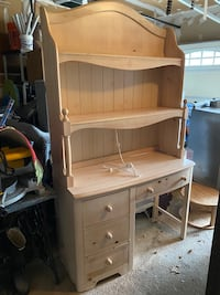 Girls desk with hutch ( removeable) and light