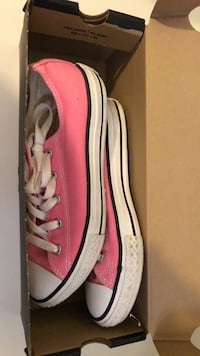 pair of pink-and-white Converse All-Star low shoes with box Allen Park, 48101